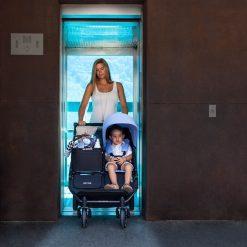 Easy Tiwn 3.0s cabe por un ascensor